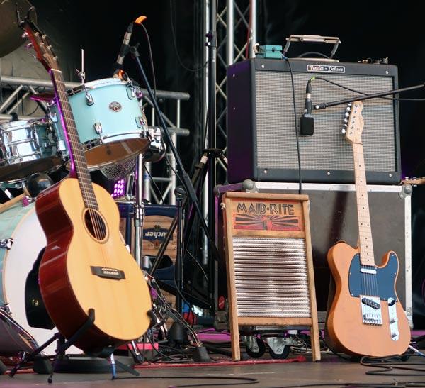 Des guitares et accessoires moins cher